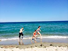 Вдоволь накупавшись, мы сделали пробежку вдоль берега, поиграли на пляже, и были рады, что это только первый день нашего замечательного отдыха. Приключения только начинаются!