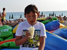 А как приятно на жаре выпить стаканчик «сладкого льда»)