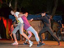 Нешуточная борьба завязалась на сцене... Спокойствие! Это всего лишь проявление театрального мастерства участников коллектива...