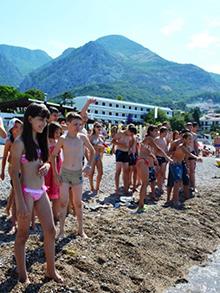 Утром на берегу Адриатики собрались ребята из «Фэнтези Лэнд» и «Only English»…