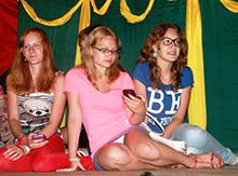 Аня Федорова и ее Париж вышел со своей традиционной песней «Это всё» но, кажется, без Паши и Насти она потеряла свой блеск…