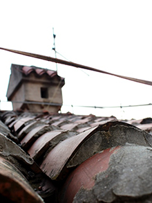 ...и даже терракотовые черепичные крыши…