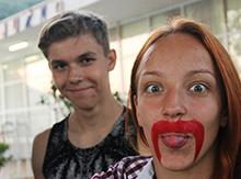 Молодые пары, несмотря на перемены во внешности, остаются парами… :)