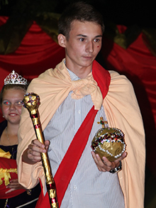 А вот и победитель! Его Сиятельство Император всея Российской империи, Владимир! Боже, Царя Храни!