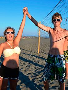 А Кристина и Женя уже организовали пляжный волейбол и планируют всех обыграть