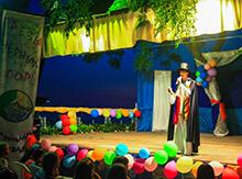 Сегодня на сцене свои «визитные карточки» представили ребята из театра-студии «Розыгрыш» (Санкт-Петербург), кукольного театра «Дети и куклы вытворяшки» (Республика Бурятия) и театральной студии «КЭВС» (Санкт-Петербург).