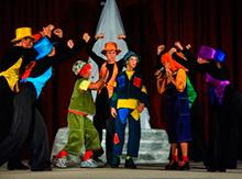Младший состав коллектива порадовал зрителей самым настоящим мюзиклом …