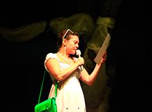 Вот и настал последний день фестиваля! Анастасия Юргенсон, председатель жюри, поднимается на сцену для вручения наград…