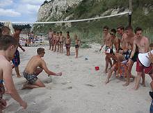Конечно, пляж это место не только для творчества, но и для спорта!