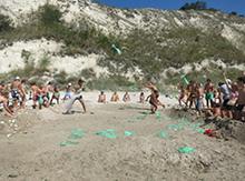 Мы устраиваем на пляже «морской бой» …
