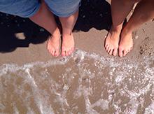 Ласковое море щекочет нам ноги…